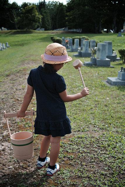 SAKURAKO visits a grave. / MIKI Yoshihito (´・ω・)