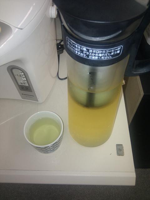 煎茶を水出ししてみたの図 / rhosoi